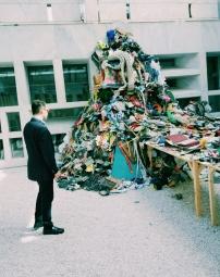 Daniel Knorr: Materialization