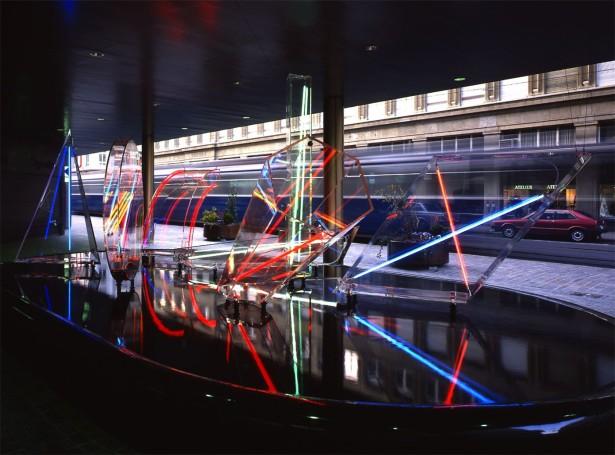 Neon- und Argon Lichtröhren Acrylglas auf Wasserebene 6 x 10 x 4 m UBS Bank Zürich, Schweiz