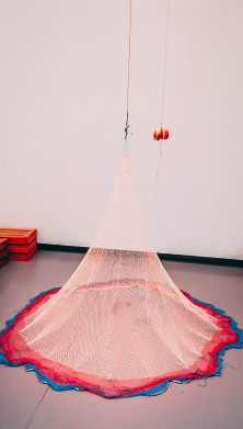 Abraham Cruzvillegas Balbuceos infratonales para Gertrudis Bocanegra, 2017Nylon fishing net, nylon rope, pigeon hoof, beer, c. 390 x 203 x 203 cmCourtesy of the artist and Galerie Chantal Crousel