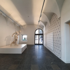 Homage to Vincenzo Vela facing a work by Niele Torroni in the ground floor of the Palazzo Reali.